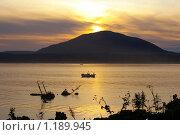 Купить «Закат в бухте Южно-Курильска. Курилы, остров Кунашир», фото № 1189945, снято 15 января 2006 г. (c) RedTC / Фотобанк Лори