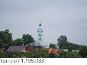 Церковь на фоне посёлка. Стоковое фото, фотограф Алексей Вялов / Фотобанк Лори