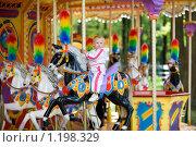 Купить «Ребенок на аттракционах», фото № 1198329, снято 20 июля 2008 г. (c) Владимир Сурков / Фотобанк Лори