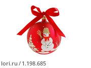 Купить «Красный новогодний симпатичный шар, изолированный», фото № 1198685, снято 22 апреля 2007 г. (c) Наталия Скоморохова / Фотобанк Лори