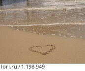 Сердце на песчаном морском берегу. Стоковое фото, фотограф Асадчева Марина / Фотобанк Лори
