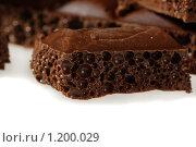 Пористый шоколад на белом фоне. Стоковое фото, фотограф Дарья Колесникова / Фотобанк Лори