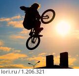 Купить «Велосипедист», фото № 1206321, снято 10 октября 2009 г. (c) Алексей Многосмыслов / Фотобанк Лори