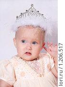 Младенец с диадемой. Стоковое фото, фотограф Ольга Ковальчук / Фотобанк Лори