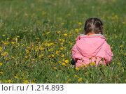 Купить «Девочка в одуванчиках», фото № 1214893, снято 27 мая 2008 г. (c) Константин Исаков / Фотобанк Лори