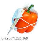Болгарский перец в медицинской маске с градусником. Стоковое фото, фотограф Елена Гришина / Фотобанк Лори