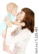 Купить «Мать с ребенком», фото № 1229481, снято 2 ноября 2009 г. (c) Константин Тавров / Фотобанк Лори