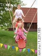 Купить «Дети на качелях», фото № 1231185, снято 9 мая 2009 г. (c) Losevsky Pavel / Фотобанк Лори