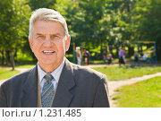 Купить «Пожилой мужчина в парке», фото № 1231485, снято 15 сентября 2009 г. (c) Losevsky Pavel / Фотобанк Лори
