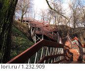 Коломенское. Вверх по лестнице, ведущей вниз. (2009 год). Редакционное фото, фотограф Анатолий Сверчков / Фотобанк Лори