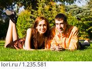 Влюбленные на поляне. Стоковое фото, фотограф Вадим Литвиненко / Фотобанк Лори