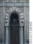 Старинные ворота с часами. Стоковое фото, фотограф Гордиенко Олег / Фотобанк Лори