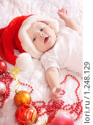 Малыш в новогодней шапке. Стоковое фото, фотограф Майя Крученкова / Фотобанк Лори