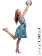 Купить «Девушка с диско-шаром», фото № 1249881, снято 2 августа 2008 г. (c) Михаил Малышев / Фотобанк Лори