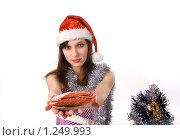 Купить «Девушка в праздничном наряде угощает», фото № 1249993, снято 28 ноября 2009 г. (c) Бондаренко Олеся / Фотобанк Лори