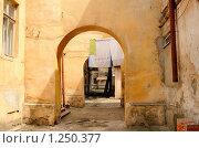 Проходной двор (2009 год). Стоковое фото, фотограф Сергей Разживин / Фотобанк Лори