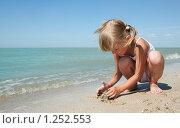 Купить «Маленькая девочка у моря», фото № 1252553, снято 20 августа 2009 г. (c) Анатолий Типляшин / Фотобанк Лори
