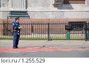 Купить «В ожидании. Инспектор ДПС», эксклюзивное фото № 1255529, снято 27 мая 2009 г. (c) Александр Щепин / Фотобанк Лори