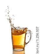 Купить «Лимон упал в чашку с чаем», фото № 1256937, снято 14 ноября 2008 г. (c) Ярослав Данильченко / Фотобанк Лори