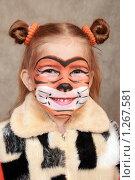 Купить «Улыбающаяся девочка в образе тигра», фото № 1267581, снято 6 декабря 2009 г. (c) Круглов Олег / Фотобанк Лори