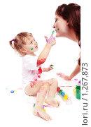 Купить «Девочка с мамой рисуют красками», фото № 1267873, снято 3 декабря 2009 г. (c) Майя Крученкова / Фотобанк Лори