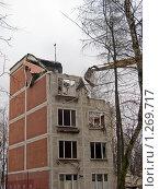 Купить «Снос старого здания», эксклюзивное фото № 1269717, снято 28 ноября 2009 г. (c) Константин Косов / Фотобанк Лори