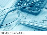 Купить «Бизнес натюрморт с авторучкой, очками и калькулятором (тонирование голубым)», фото № 1270581, снято 29 марта 2009 г. (c) Самохвалов Артем / Фотобанк Лори