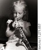 Купить «Девочка играет на саксофоне», фото № 1271057, снято 17 января 2019 г. (c) Светлана Скороходова / Фотобанк Лори