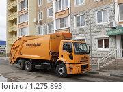 Купить «Автомобиль для перевозки мусора», эксклюзивное фото № 1275893, снято 30 октября 2009 г. (c) Дмитрий Неумоин / Фотобанк Лори