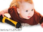 Купить «Маленький мальчик, играющий с фонариком», фото № 1275897, снято 5 декабря 2009 г. (c) Иванова Виктория / Фотобанк Лори