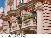 Часть фасада жилого дома с балконами. Стоковое фото, фотограф Моисеева Галина / Фотобанк Лори
