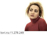 Портрет молодой девушки в красной водолазке на белом фоне. Студийное фото. Стоковое фото, фотограф Майер Георгий Владимирович / Фотобанк Лори