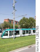 Купить «Современный трамвай Барселоны», фото № 1282765, снято 28 августа 2008 г. (c) Vitas / Фотобанк Лори