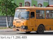 Старый автобус советских времен на улице Мурома (2009 год). Редакционное фото, фотограф Ярослава Синицына / Фотобанк Лори
