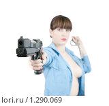 Купить «Девушка в форме с пистолетом», фото № 1290069, снято 15 ноября 2009 г. (c) Яков Филимонов / Фотобанк Лори