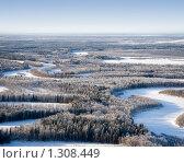 Купить «Вид сверху на пойму таежной реки зимой в морозный день в Западной Сибири», фото № 1308449, снято 13 ноября 2009 г. (c) Владимир Мельников / Фотобанк Лори