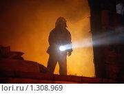 Купить «Спасатель ищет пострадавших при пожаре», фото № 1308969, снято 6 декабря 2009 г. (c) Татьяна Белова / Фотобанк Лори