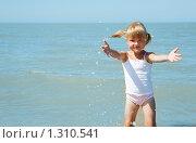 Купить «Девочка у моря», фото № 1310541, снято 20 августа 2009 г. (c) Анатолий Типляшин / Фотобанк Лори
