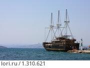 Туристическая пиратская яхта (2008 год). Редакционное фото, фотограф Галина Новикова / Фотобанк Лори