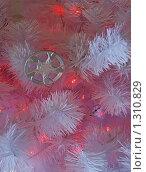 Купить «Новогодняя елка с красными огоньками», эксклюзивное фото № 1310829, снято 9 декабря 2009 г. (c) lana1501 / Фотобанк Лори