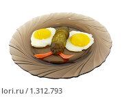 Яичница с морковью и огурцами в форме бабочки 4. Стоковое фото, фотограф Дамир Фахретдинов / Фотобанк Лори
