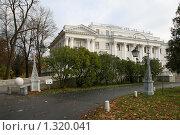 Купить «Елагин дворец», фото № 1320041, снято 29 октября 2009 г. (c) Александр Секретарев / Фотобанк Лори
