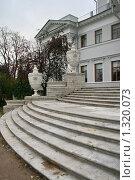 Купить «Елагин дворец», фото № 1320073, снято 29 октября 2009 г. (c) Александр Секретарев / Фотобанк Лори