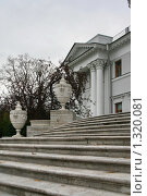 Купить «Елагин дворец», фото № 1320081, снято 29 октября 2009 г. (c) Александр Секретарев / Фотобанк Лори