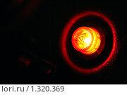 Купить «Горящая аварийная кнопка на пластиковой панели автомобиля в ночи - призыв о помощи, знак опасности. Крупным планом.», фото № 1320369, снято 23 декабря 2009 г. (c) Александр Куличенко / Фотобанк Лори