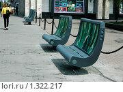Современные скамейки в центре города (2008 год). Редакционное фото, фотограф Михаил Тимонин / Фотобанк Лори