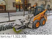Мини погрузчик со снегоуборочным оборудованием на Красной площади (2009 год). Редакционное фото, фотограф Алёшина Оксана / Фотобанк Лори