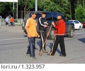 Купить «Гастарбайтеры», эксклюзивное фото № 1323957, снято 7 июля 2008 г. (c) lana1501 / Фотобанк Лори
