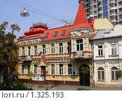 Купить «Дом на ул. Пирогова», фото № 1325193, снято 24 августа 2008 г. (c) Галина Король / Фотобанк Лори
