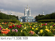 Купить «Санкт-Петербург. Смольный собор», эксклюзивное фото № 1338109, снято 1 августа 2009 г. (c) Литвяк Игорь / Фотобанк Лори
